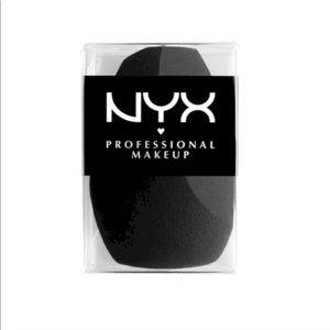 NYX makeup sponge
